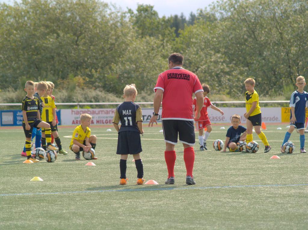Se puede lograr la promoción a cualquier categoría de fútbol con una buena preparación física y/o táctica, de tus jugadores y miembros del cuerpo técnico